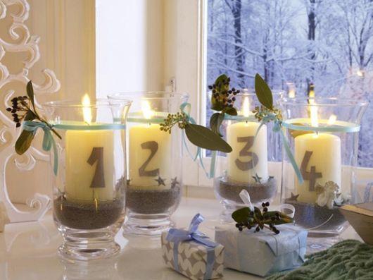 Decoração de Ano Novo simples com velas
