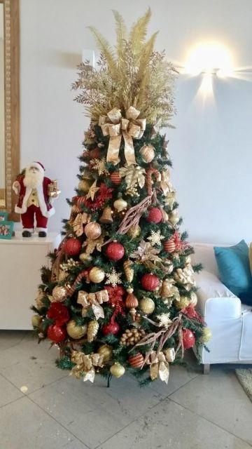 árvore de natal vermelha e dourada