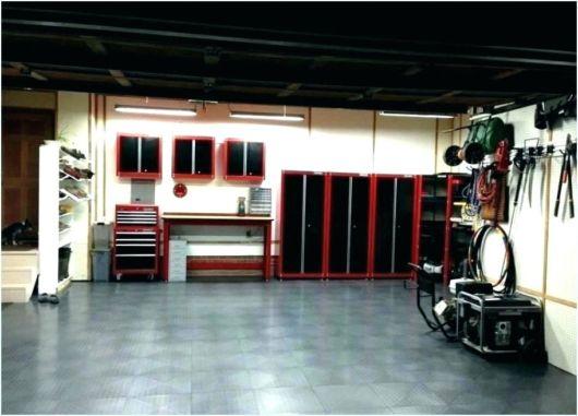 garagem simples e bonita com lindos armários