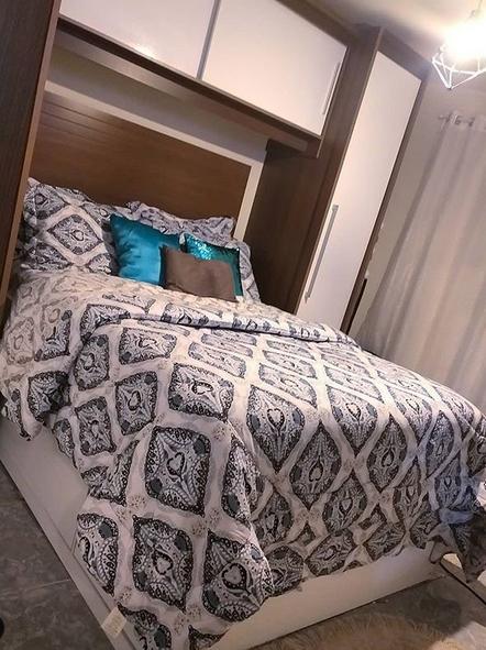 quarto de casal com guarda-roupa