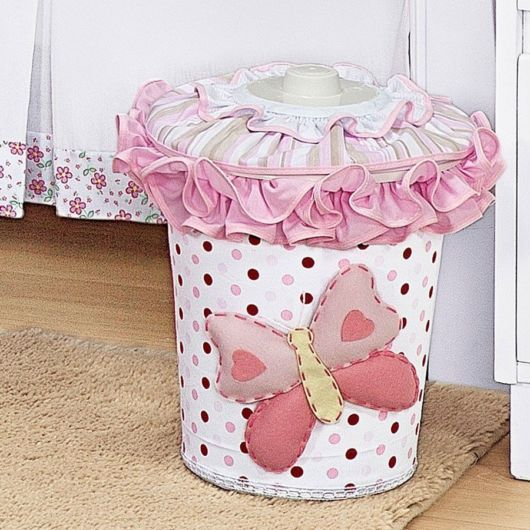 lixeira para quarto de bebê decoração borboleta