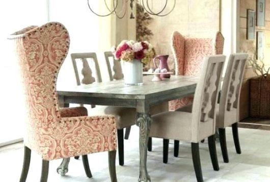 mesa de jantar retrô com estofado estampado