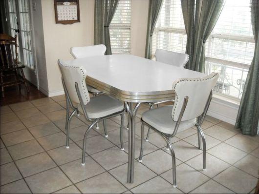 mesa de jantar retrô anos 50