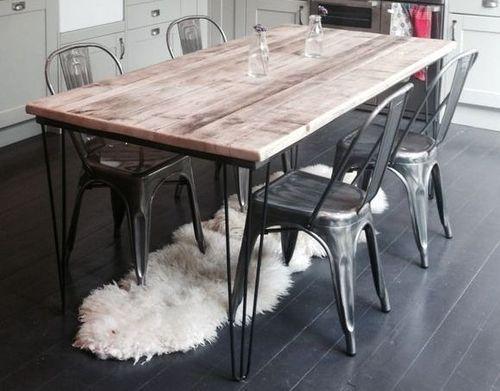 mesa de jantar retrô com pernas de ferro