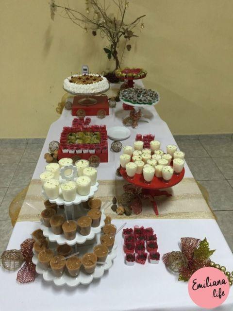 Mesa de Natal simples com doces