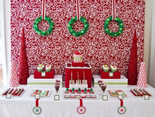 Mesa de Natal simples com frutas