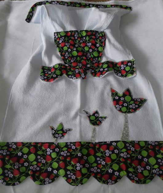 Pano de prato decorado com tecido e retalhos