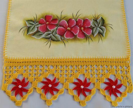 barrado com flores de crochê