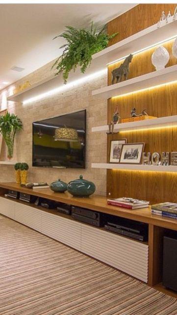 Sala de TV com prateleira