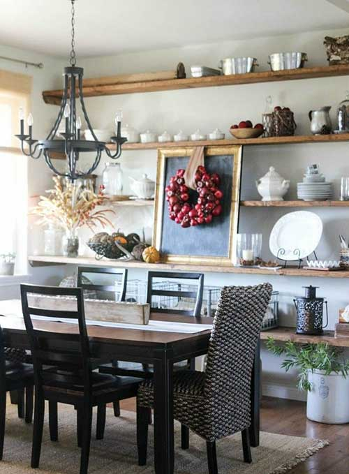Sala de jantar com prateleira