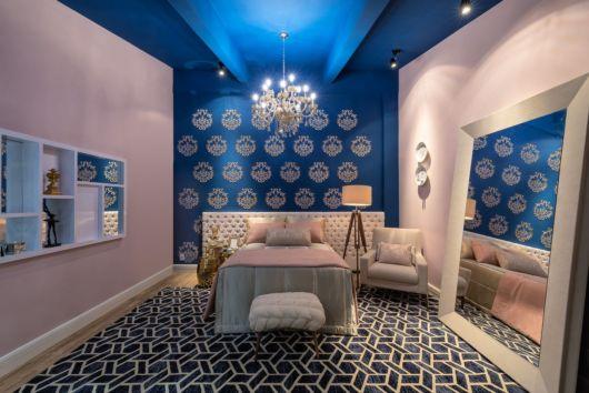 quarto moderno rosa e azul escuro