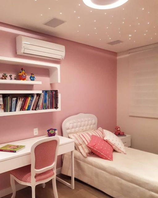 quarto com parede rosa