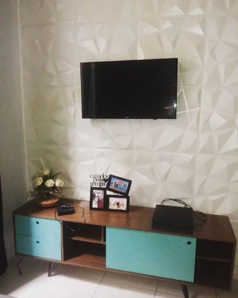 sala com móvel azul