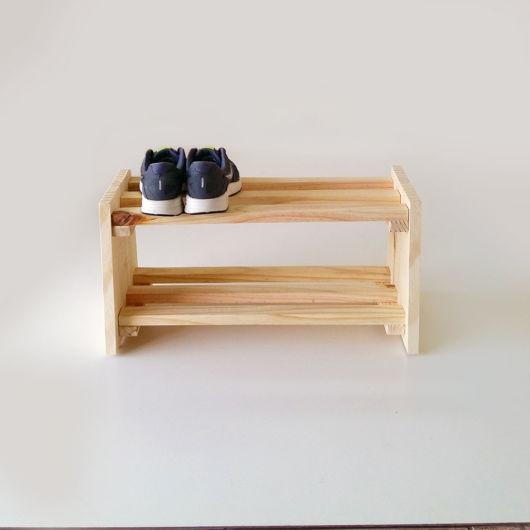 Sapateira pequena de madeira