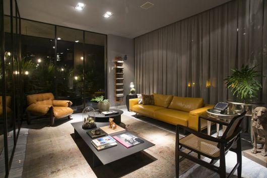 sala de luxo com sofá de couro