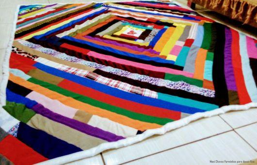 tapete com faixas de tecido