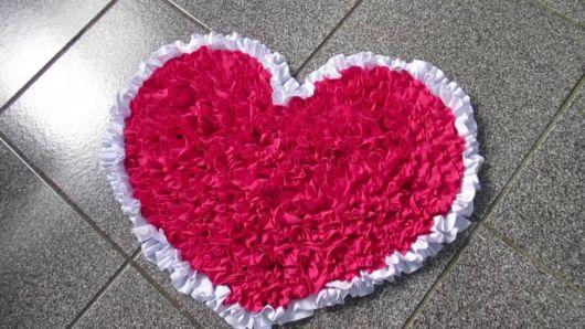 tapete de coração feito com malha