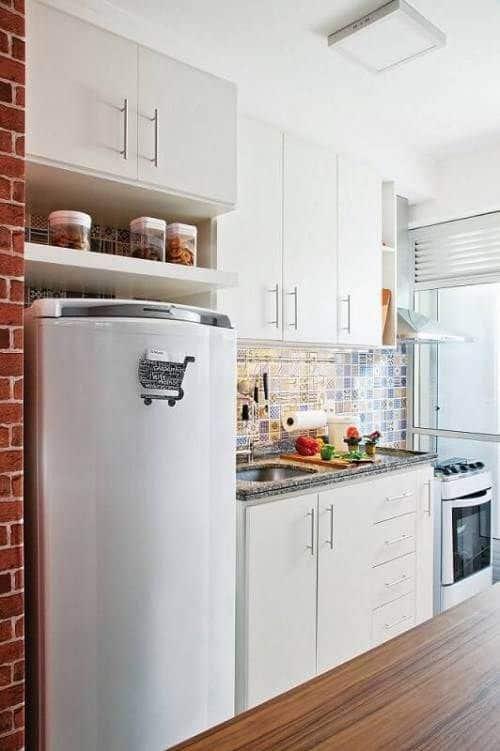 cozinha simples com armários planejados