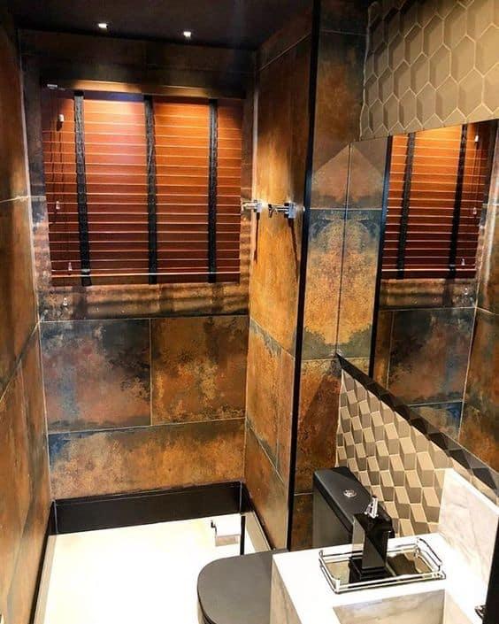 banheiro pequeno com revestimento moderno