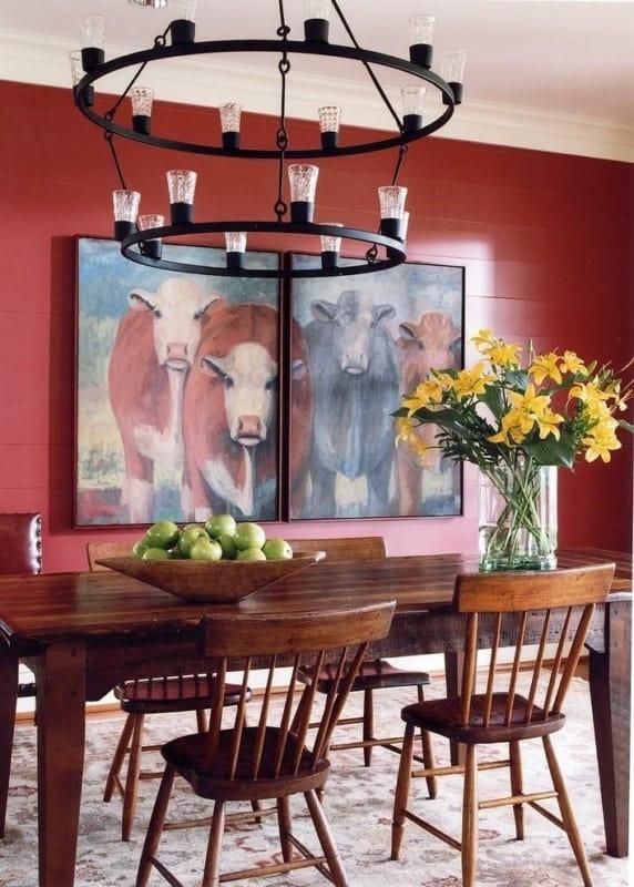 Sala de jantar decorada com vermelho