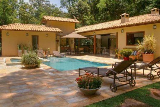 casa rústica com piscina