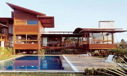 casa de luxo em madeira