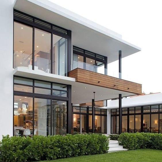Casa contemporânea moderna com aberturas de aço e vidro