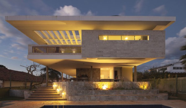 Iluminação de casa contemporânea moderna