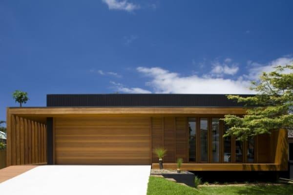 casa contemporânea moderna com madeira na fachada