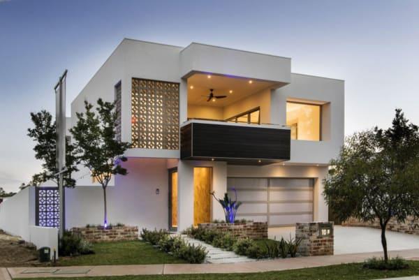 casa contemporânea moderna com janelas de vidro