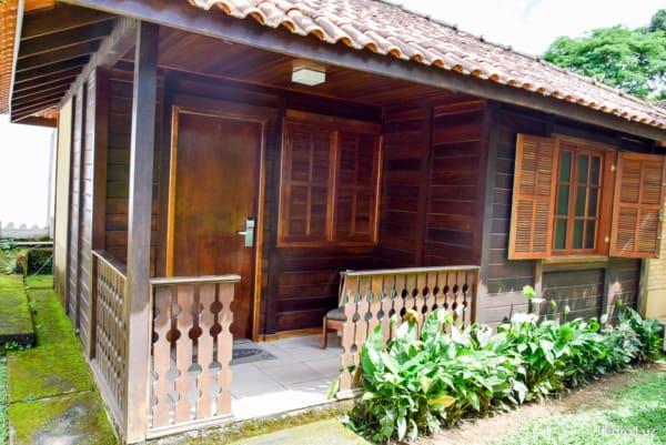 Chalé de madeira com varanda