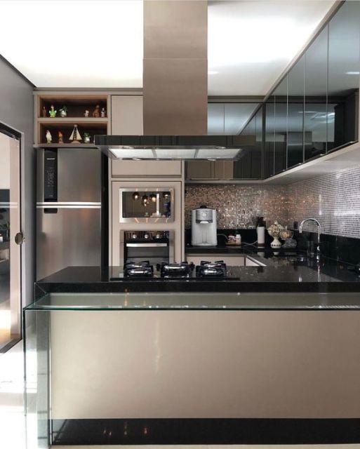 cozinha moderna bege e preta