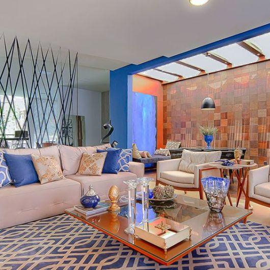 sala bege e azul moderna