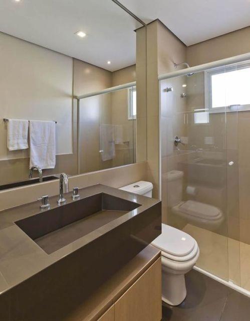 banheiro bege e marrom