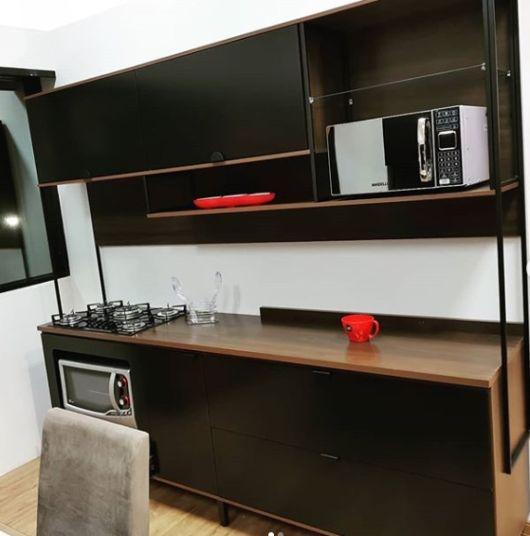 cozinha pequena preta