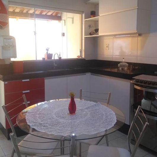 cozinha com mesa redonda