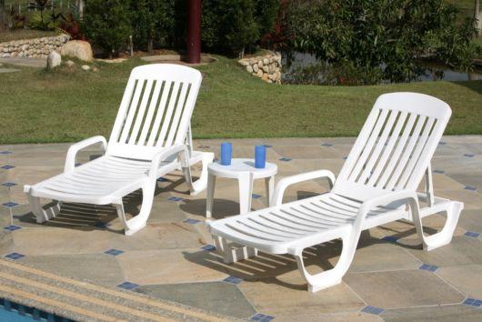 móveis de plástico para piscina