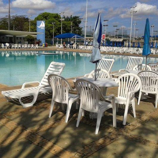 móveis baratos para piscina