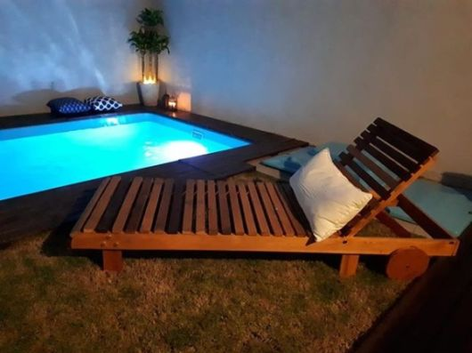 piscina com iluminação