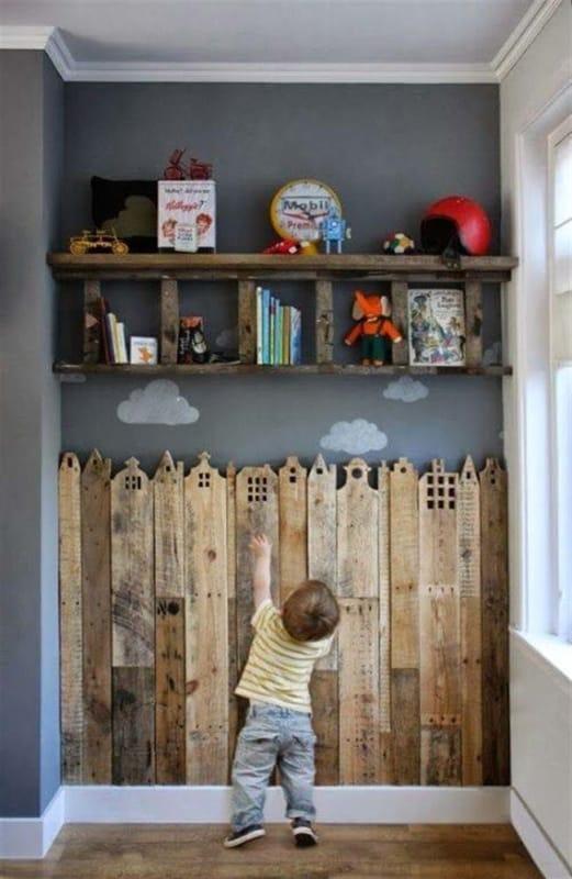 Parede criativa de pallets para quartos infantis