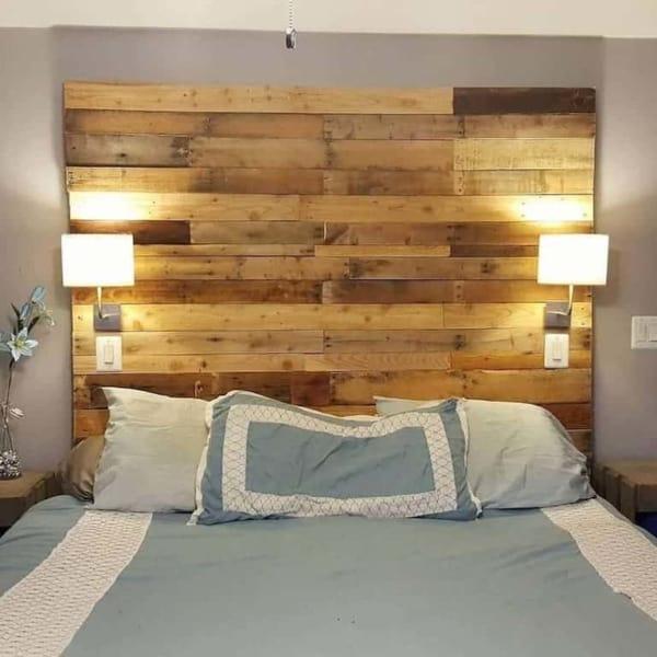 parede de pallet em quarto de casal