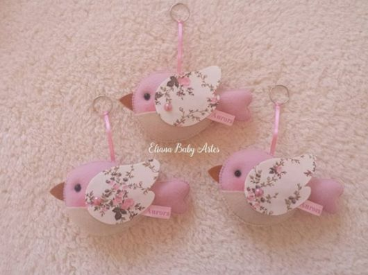 chaveiro de  passarinho rosa