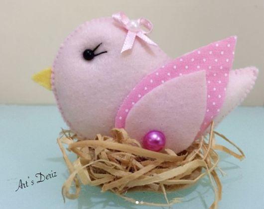 passarinho rosa com ninho