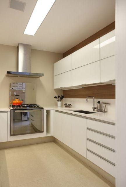 cozinha com piso bege