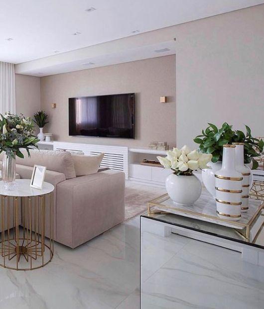 sala com piso que imita mármore