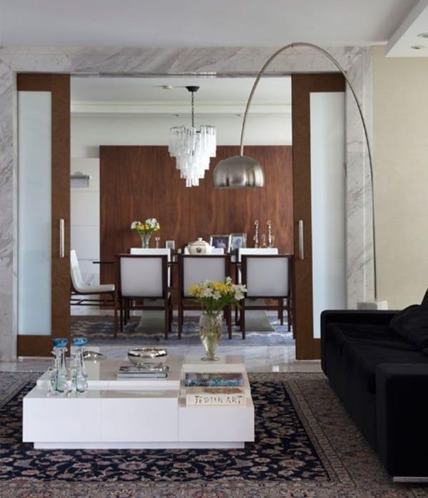 Sala com porta francesa