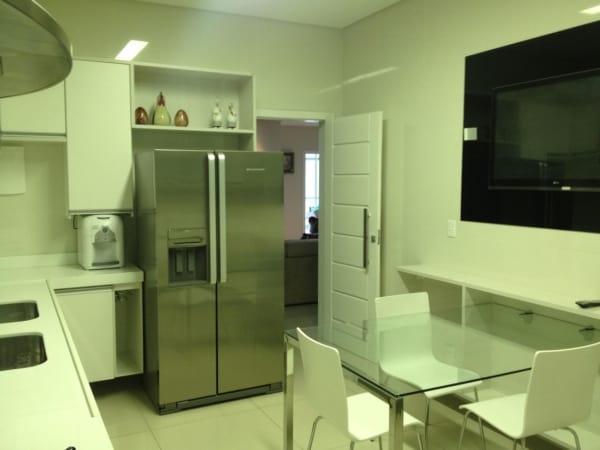Porta branca para cozinha