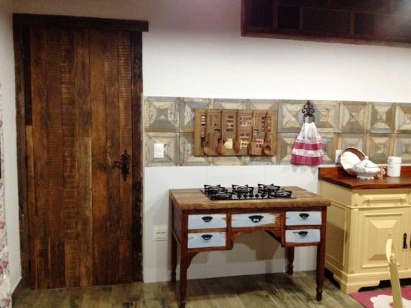 porta de madeira rústica para cozinha