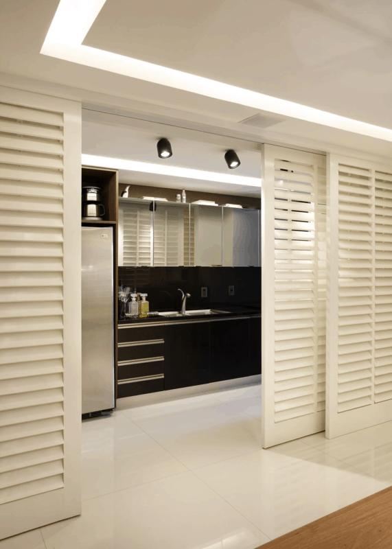 Grande porta para cozinha de correr