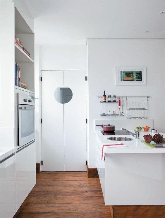 Porta branca para cozinha estilo restaurante